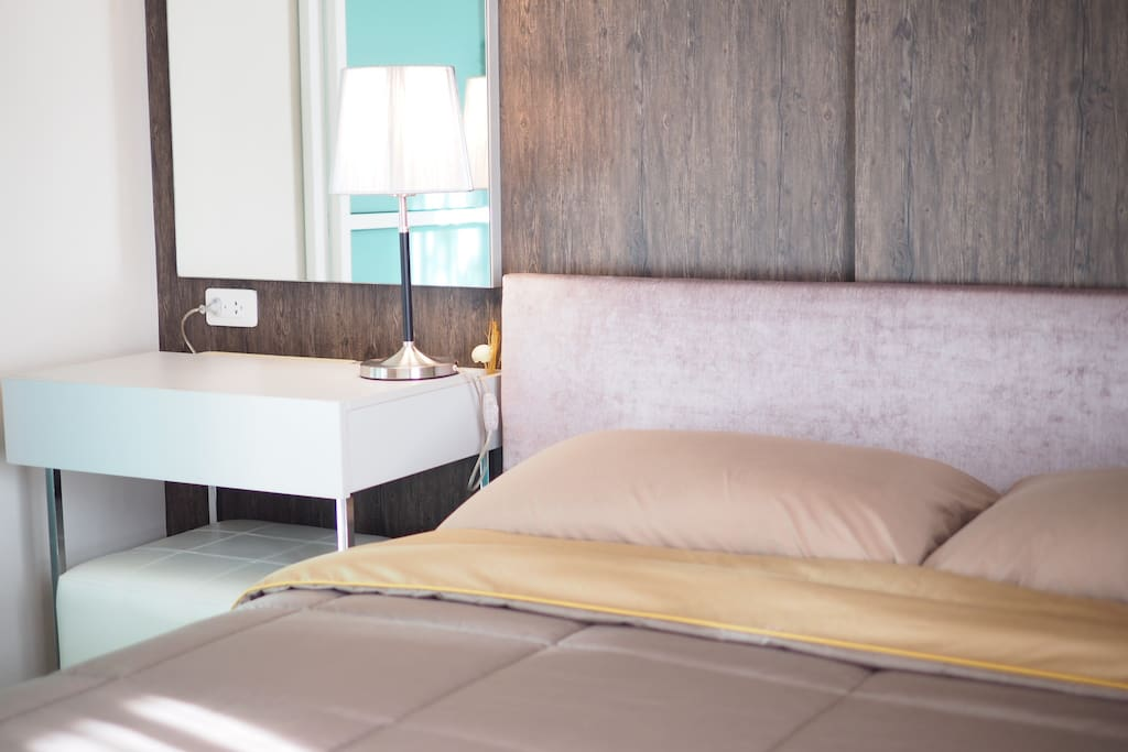 Queen size bed with bedsheet, pillow cases and towels.
