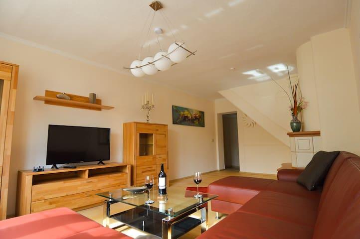 Stilvoll eingerichtes Ferienhaus auf dem Land - Sömmerda - House