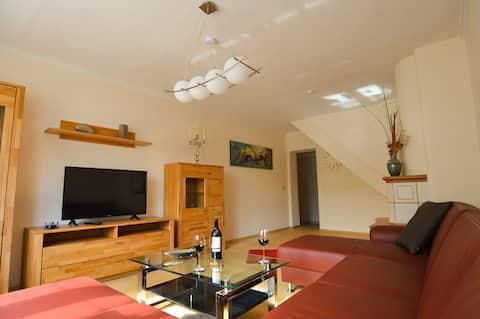 Stilvoll eingerichtes Ferienhaus in ruhiger Lage