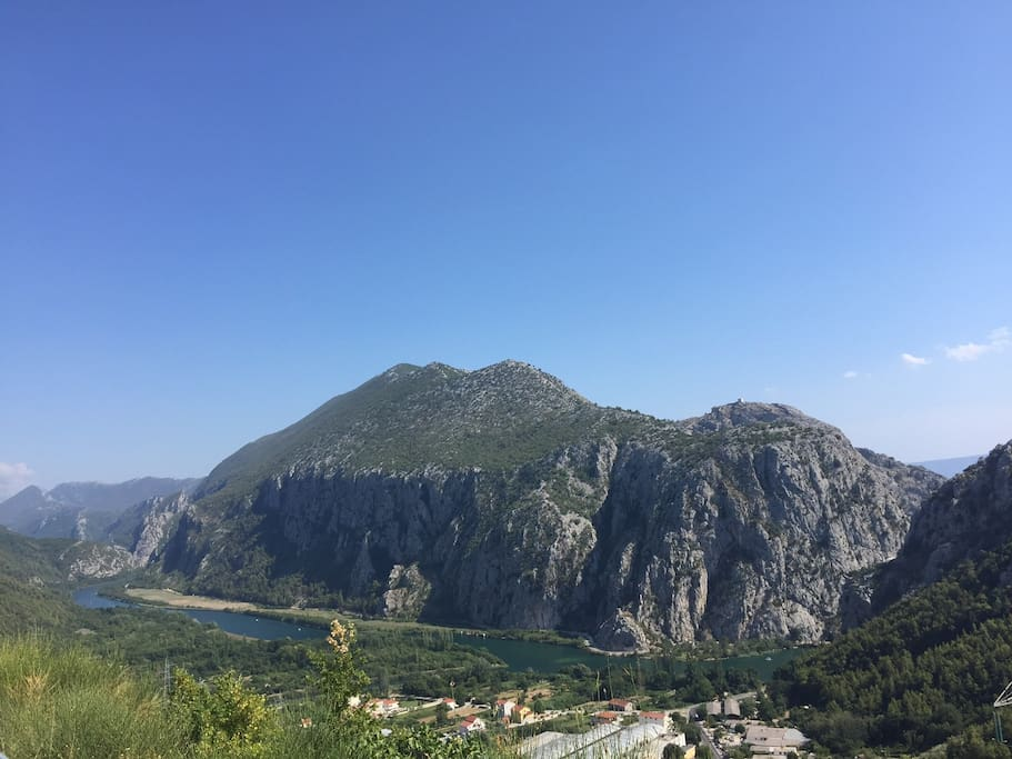 Cetina canyon is 5min drive away from our apartment.