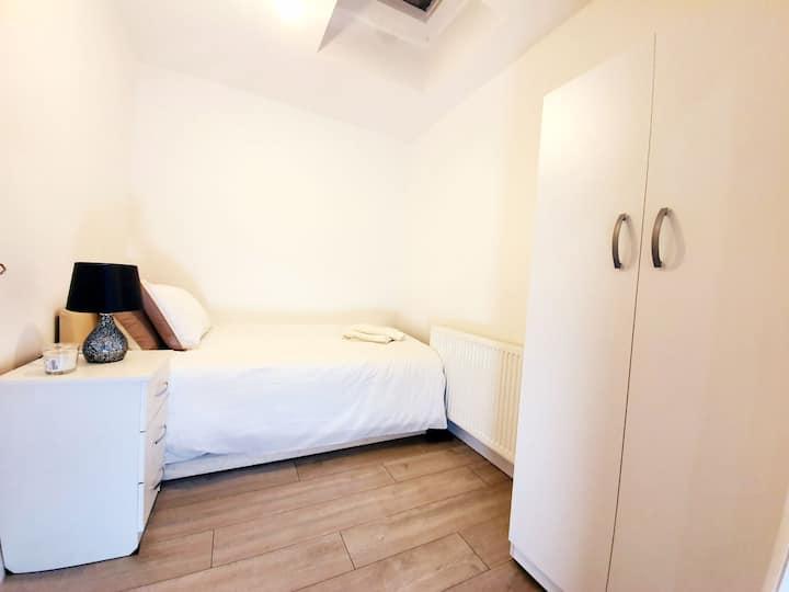 Affordable Luxury single Room!!!