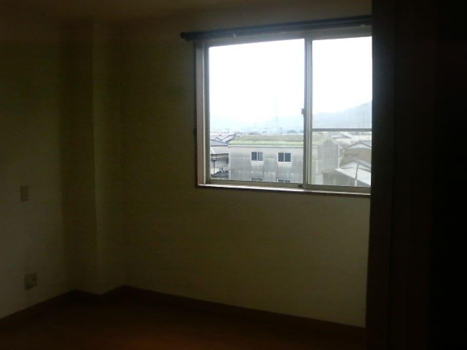 南西の部屋です。エアコンが設置されています。
