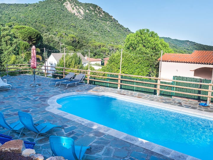 Villa with private pool 5min Golf Club only 10min beach