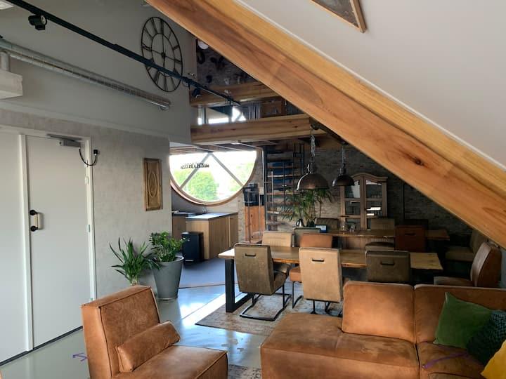 Prive kamer met  gebruik van woonkamer en keuken