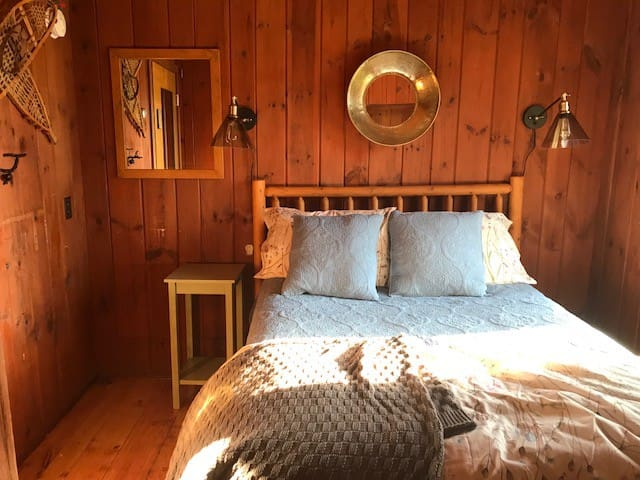 Spruce Room with Double Bed, Bath, Breakfast-Stowe