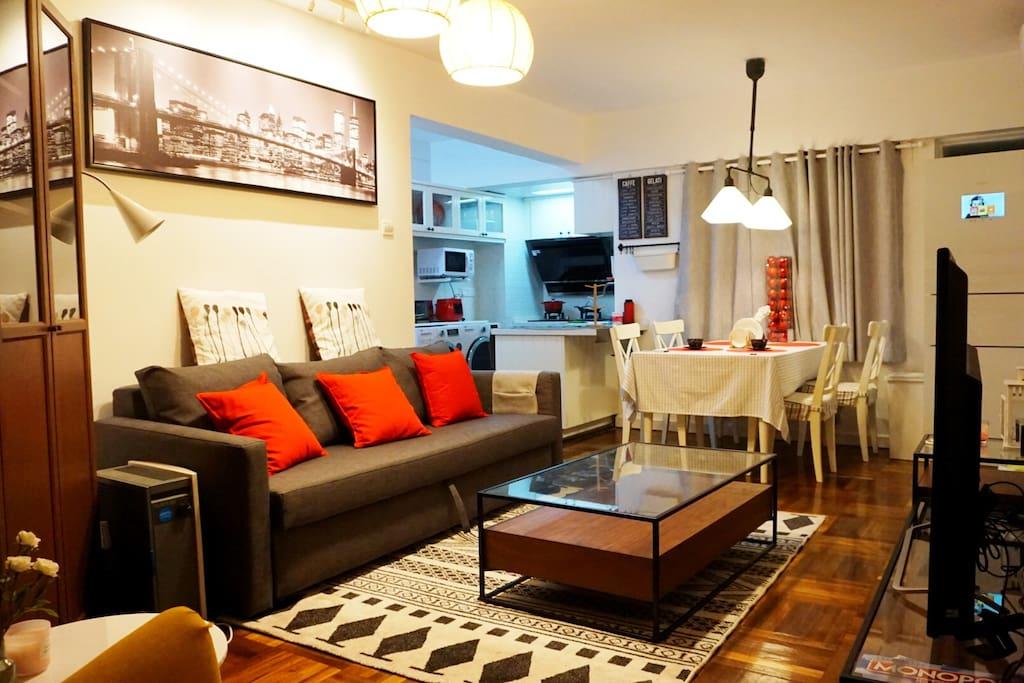 温馨的客厅,都是我们自己一点点装修的