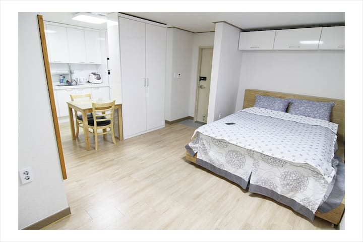 Quiet Private Room&Best Location_Sang-ji House 3F - Seoul - Apartment