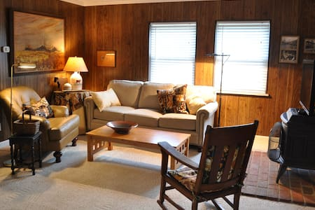 Country Place with Spacious Lawn and Wooded Views - Loveland - Ev