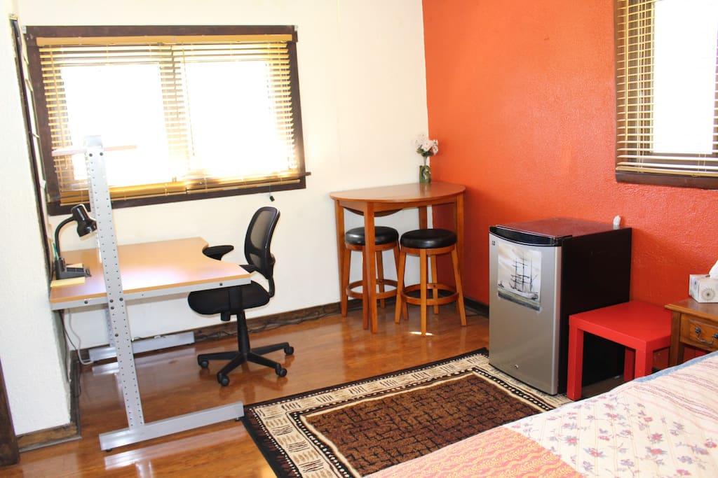 desk/fridge/ent