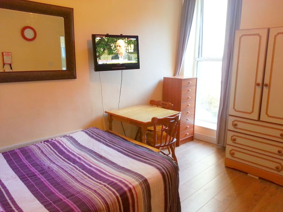 Excellent location very very small studio apartments for Very small studio apartment