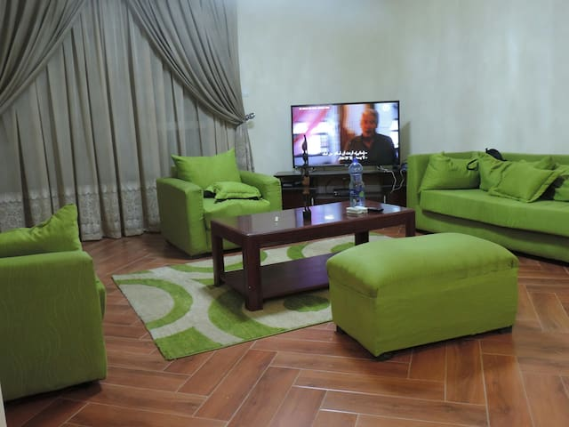 2bedroom, 2bath, kitchen, livingroom free laundry