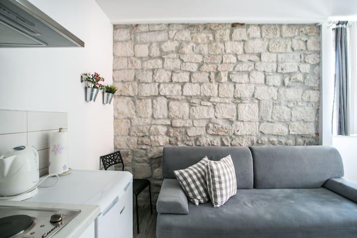 Beautiful Lemon Tree apartment