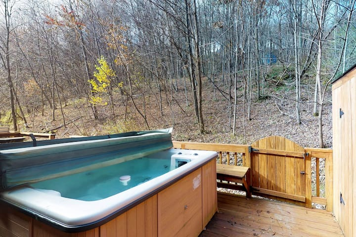 Ski-in/out mountain view home w/hot tub, fireplace & shared dock