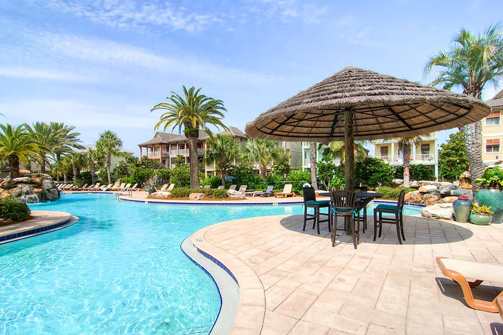 Relax by the Luxurious Lagoon Pool