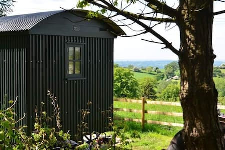 THE ONE HOUSE  SHEPHERDS HUT WITH STUNNING VIEWS