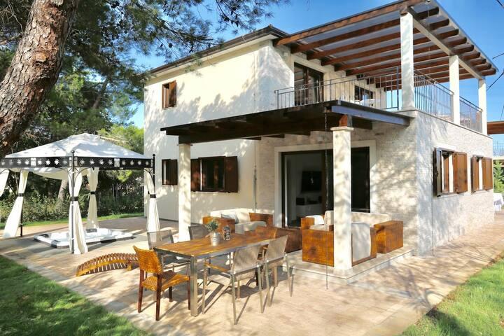 Wunderschöne private Ferienvilla mit Whirlpool
