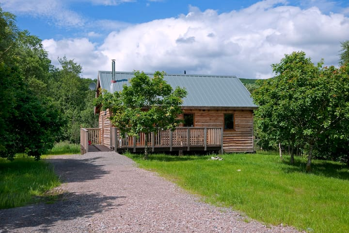 Oak Log Cabin, with hot tub
