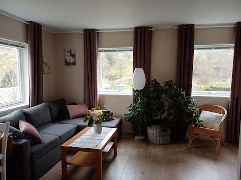 Sentrumsnær leilighet i landlige omgivelser.