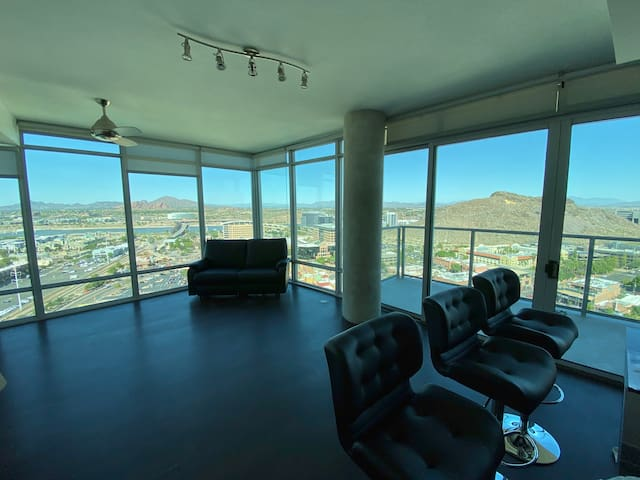 Luxury high-rise in the best part of Tempe