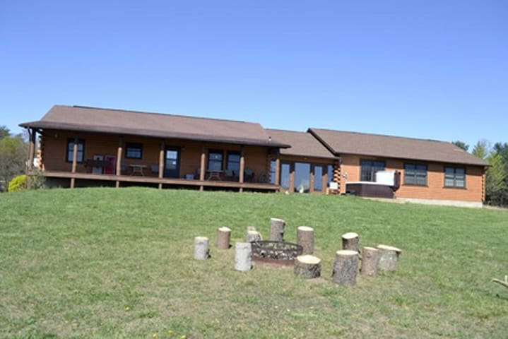 Cedar Hill Lodge - Accommodating up to 30 guests