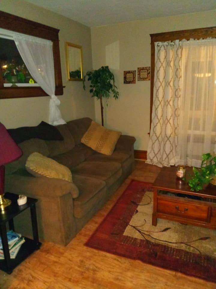 #2LF Large home,fully furnished,cable/ WiFi/washer