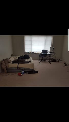 Room available in Northbrook
