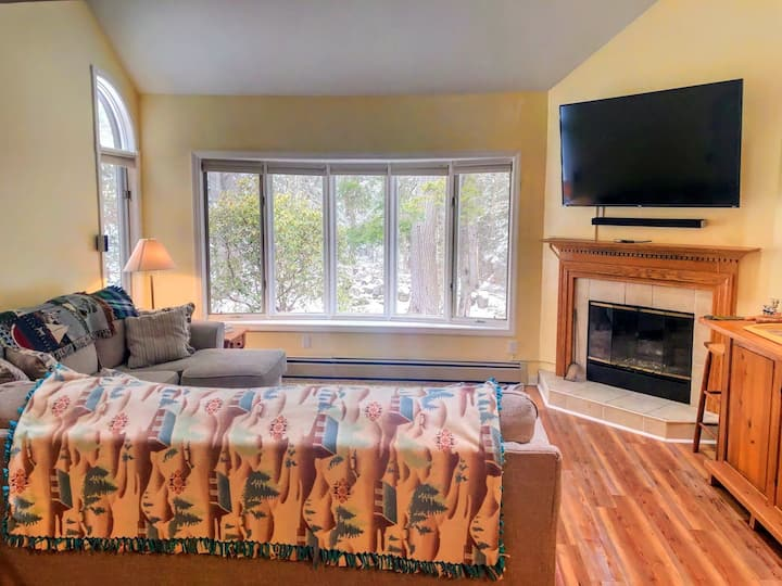 9MV: Make yourself at home in the fabled Maplewood Village, steps away from historical Bethlehem, the White Mountains, and a myriad of attractions! PROFESSIONALLY CLEANED!