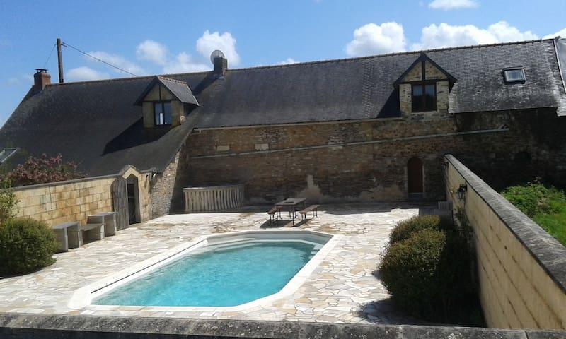 La Rouliere - Grand-Auverné - Dağ Evi