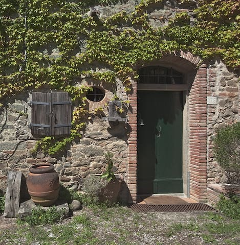 "APT IN A CHARMING MEDIEVAL MILL "" PADRONALE """