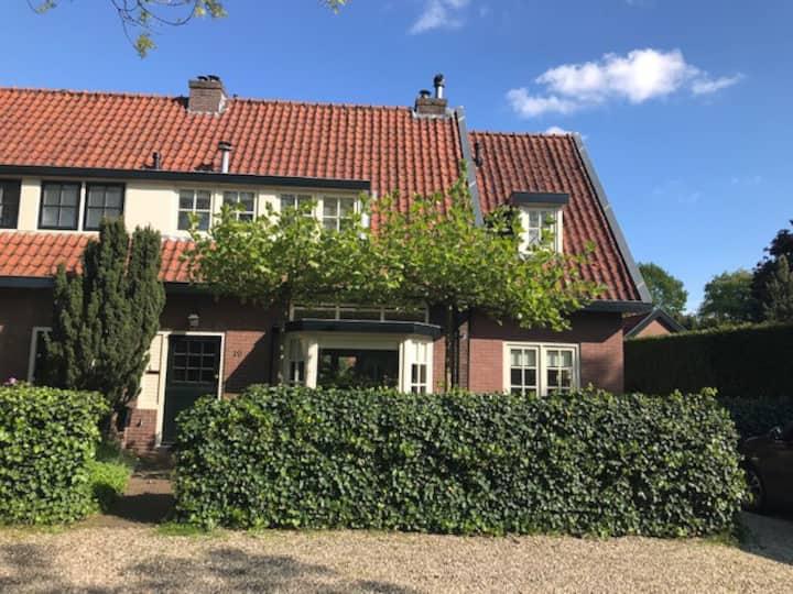 Huis aan de rand van het bos en dicht bij Utrecht