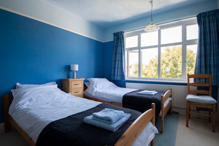 Quiet, attractive twin room