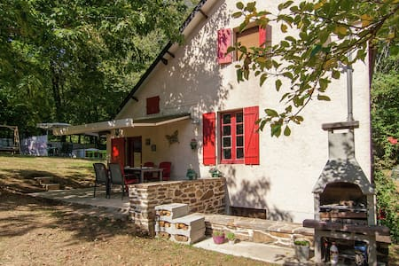 Cozy Holiday Home With Private Garden in Savignac-Lédrier