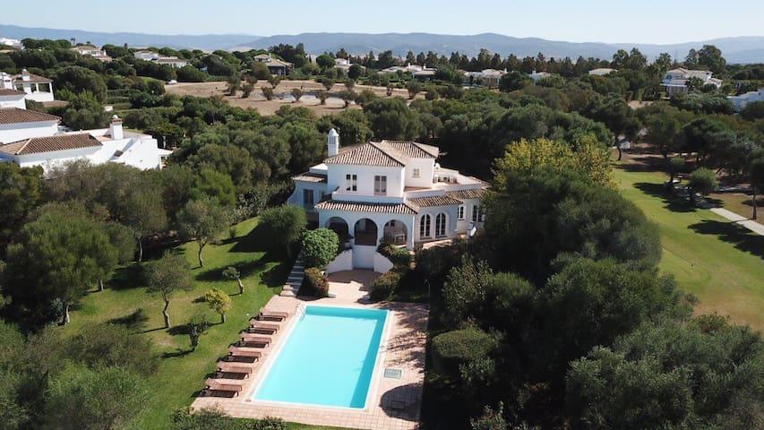 Villa Par - Spacious with private pool and garden