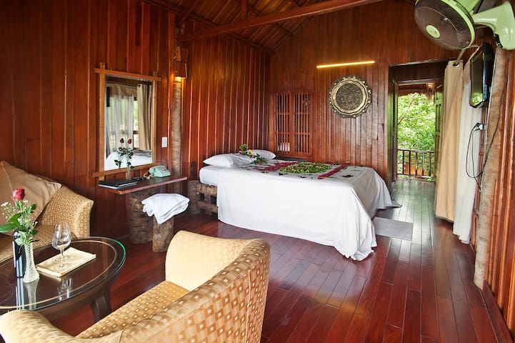 Romantic Suite with Sea View in Cat Ba!