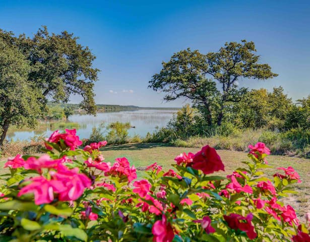 Peaceful 2 acres on Lake Granbury with dock/pier!