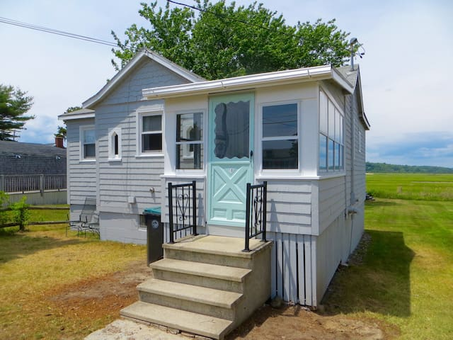 2 Bedroom Pine Point Beach Cottage