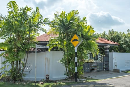 Malacca Sunshine Homestay (Bungalow)-Large & Cozy