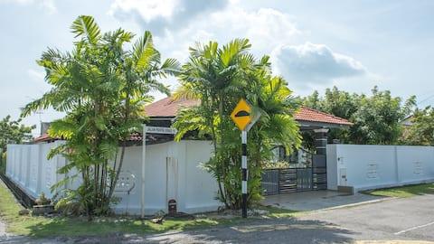 Malacca Sunshine Homestay (Bungalow)-Large & Cozy