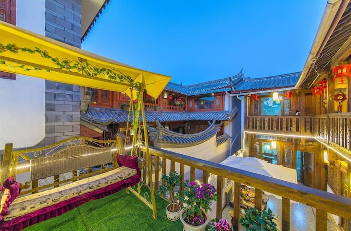 免古维 纳西特色木质房屋 可接机停车洗衣做饭饭 雅致双床房 可提供丽江旅游攻略
