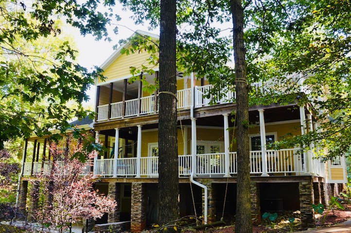 Beautiful Luxury home on Lake Hartwell by Clemson