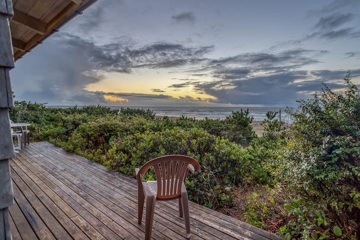 Get Above it All with Spectacular Ocean Views from this Cliff-Top Cabin!