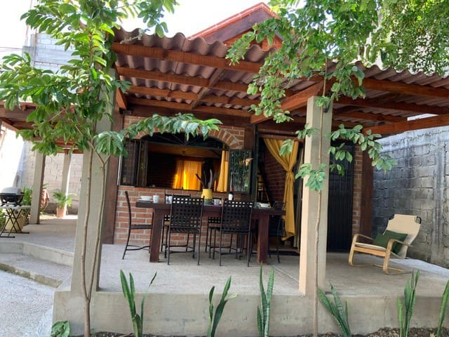 CASA CAMELIA. COZY house very close to the beach