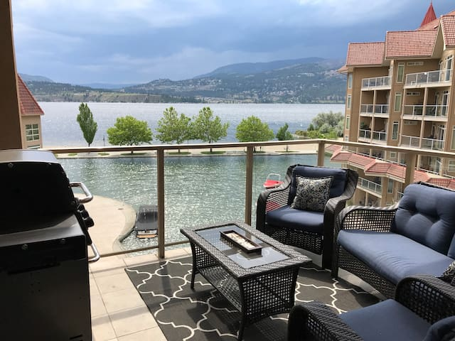 Cozy Lake Views Toasty Fireplace Waterfront Condo