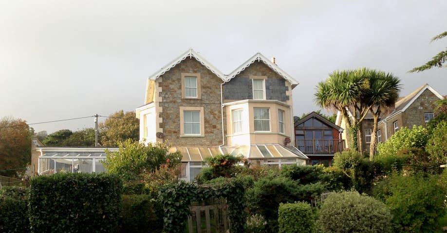 Spacious apartment with panoramic sea views