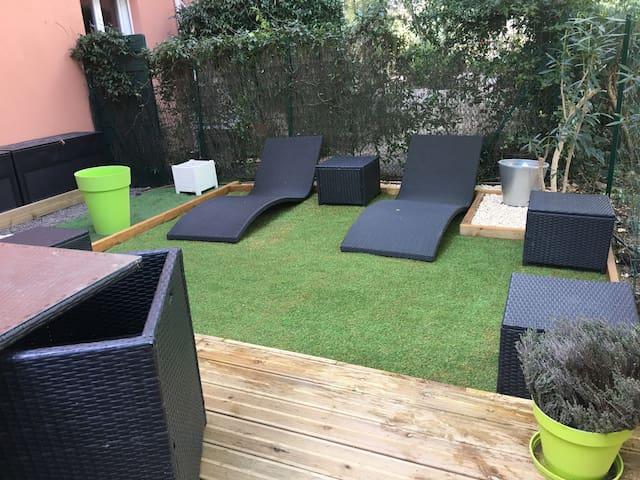 T2 avec jardin dans résidence avec piscine