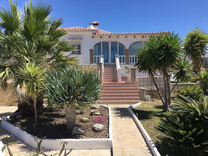 Schönes Ferienhaus mit Blick auf das Meer