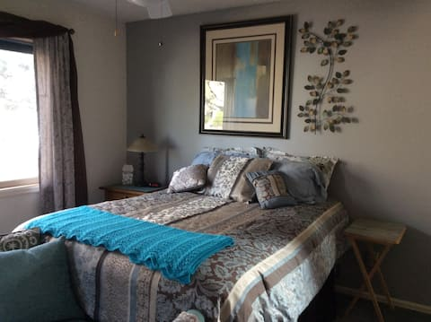 Comfortable, quiet midtown suite with lots of room