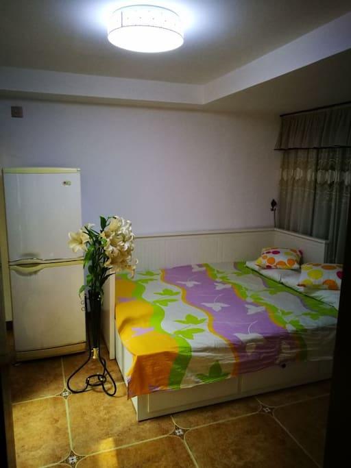 次卧:1.6米*2米的沙发床拉开状态,可以当大床是使用