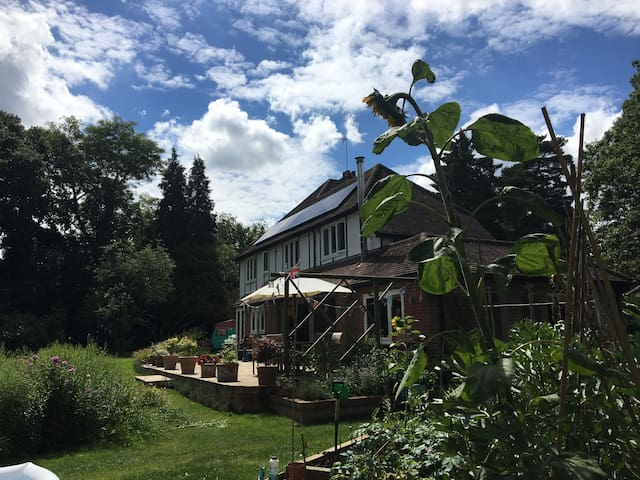 Beautiful spacious country home - Bovingdon - Rumah