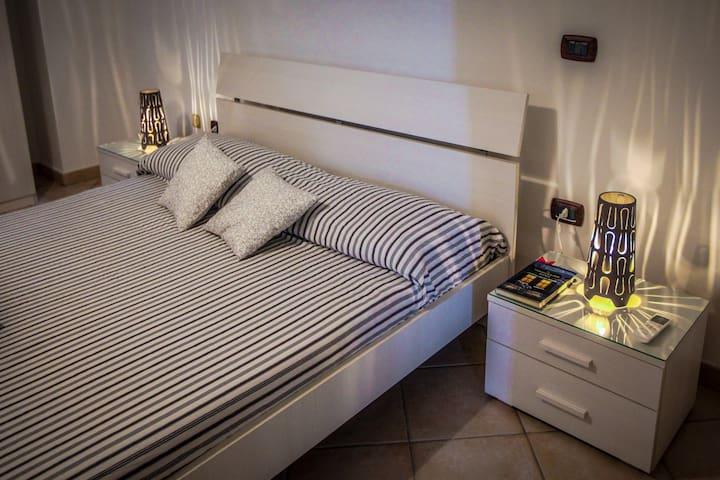 Grande camera con bagno in villa San Vito Taranto